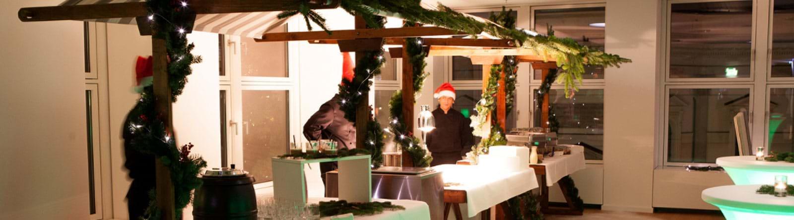 verschneite Dekoration Weihnachtsfeier