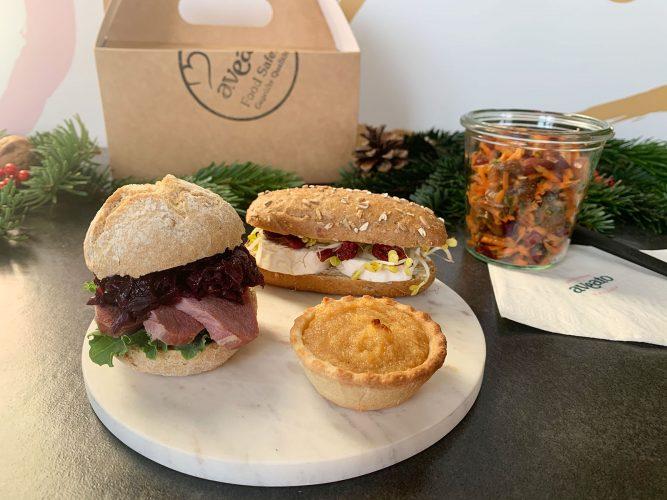 Lunchbox Weihnachten Sandwiches Salat Dessert