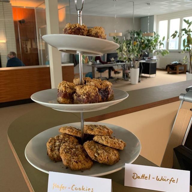 Die beste Motivation für den Start in die Arbeitswoche ist eine Bestellung bei aveato 👨‍🍳😊🍪  #oat #cookies #powerfood #nomnom #brainfood #healthyfood #healthy #homemade #oatcookies #dates #snack #catering #cateringservice #foodie #yummy #yummyfood