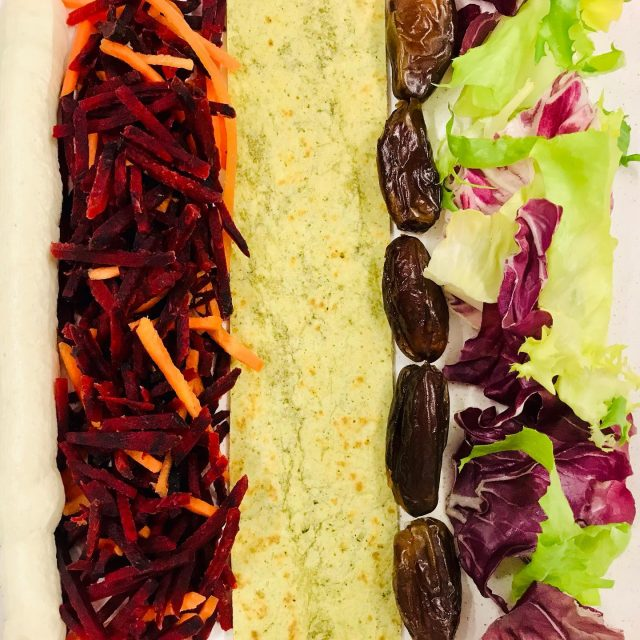 Knackiger Genuss im grünem Mantel! Wer hat Lust auf einen Wrap? #officelunch #healthysnacks #officecatering #officemanager #berlinisst #kölnisst #hamburgisst #frankfurtisst #münchenisst